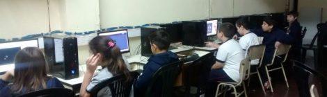 Jornada extendida visita la sala de informática..